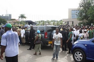 Mba Obame's car surrounded by partisans in front of the National Assembly, Libreville. Image copyright Jean-Pierre Rougou.