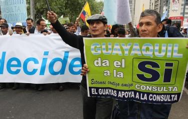 "Pro-Government supporters from Guayaquil. Photo by Flickr user ""Presidencia de la República de Ecuador,"" used under a CC BY-NC-SA 2.0 license."