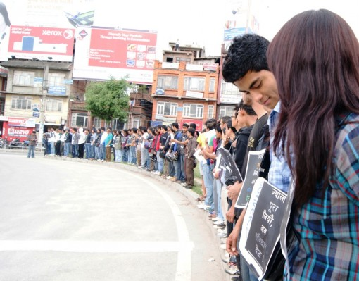 Human chain by Nepali protesters. Image courtesy Nepal Diary.