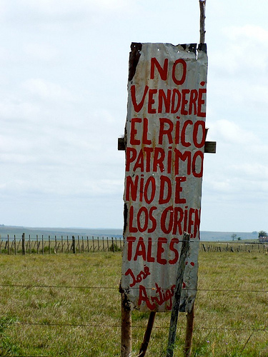 """""""I will not sell the rich patrimony of the 'orientales'"""", José Artigas. Image by Flickr user Frente Aratiri (CC BY-SA 2.0)."""