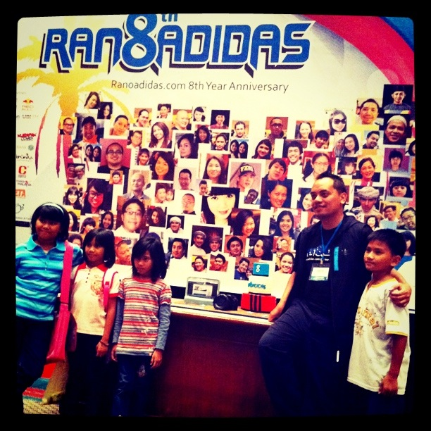 Ranoadidas with young fans