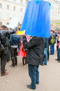 Member of the Blue Buckets Society, a civic society movement organized via Internet, photo by Flickr user quirischa