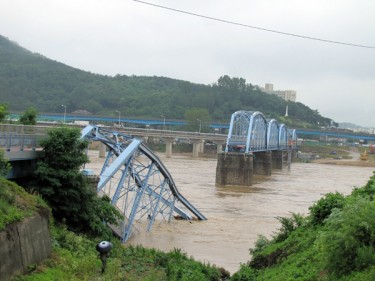 Hoguk Bridge Collapsed