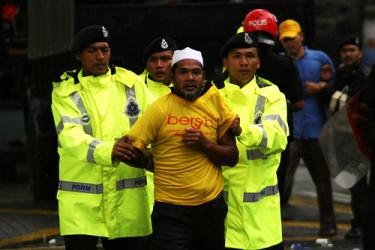 http://globalvoicesonline.org/wp-content/uploads/2011/07/Bersih-1.01-375x250.jpg