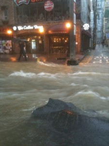Flood in Hongdae area, Seoul, South Korea. Image by net user 케이머스, Posted on the Wiki Tree site (CC BY 2.0)