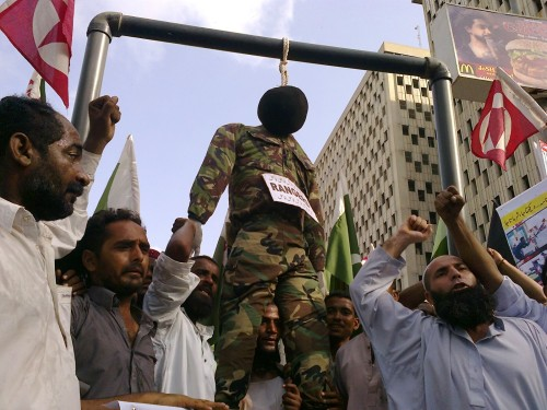 Effigy of a Ranger officer hanging, seen during a protest against the extra judicial killing of Sarfaraz Shah. Image by Ayub Mohammad, copyright Demotix (11/06/2011).