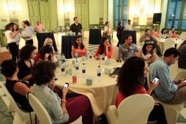 Twitteren op het Tweetback-event. Foto van Rania Helmy, een van de organisatoren.