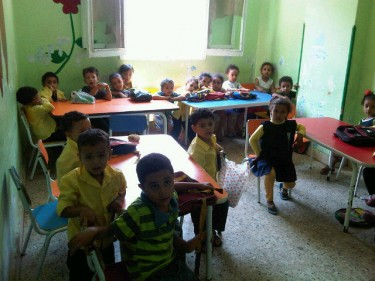 Tweeps visited a kindergarten in Ezbet Khairallah, Cairo. Photo by @pakinamamer (July 30, 2011)