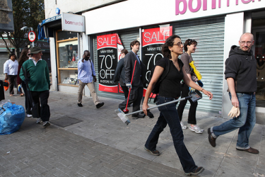Riot clean-up team in Peckham. Photo © Emma Jane Richards (used with permission)