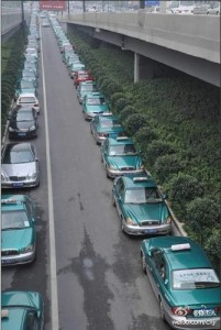 More than 8,000 taxi drivers participated in a strike in Hanzhou.