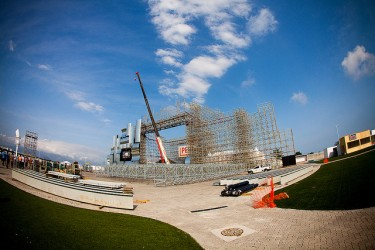 Main stage at Rock in Rio 2011 still in construction. Photo by Mel Toledo (CC BY-NC-SA 2.0)