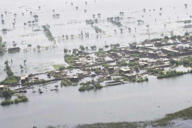 Aerial view of Shahdadpur, which has been inundated by widespread flooding. Image by Rajput Yasir, copyright Demotix (18/9/2011).