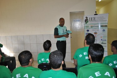Ronaldo Monteiro talking to participants of IEE. Photo by Danny Silva, used with permission