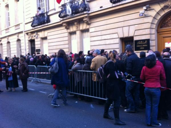 The crowd in front of the Tunisian consulate in Paris this morning. Image by @__imen on Twitter