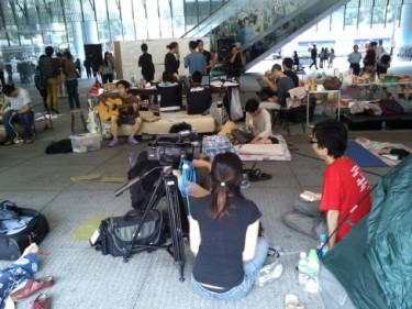 A group of activists are camping on the ground floor of HSBC. Photo from Occupy Central Hong Kong.