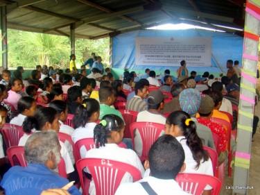 Reunião da comunidade sobre o projeto. Foto de laohamutuk.org.