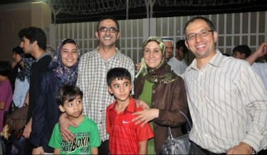 Twitter avatar of Dr. Ghassan Dhaif between his wife Dr. Zahra Sammak and daughter and two sons
