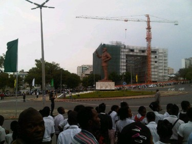 New Samora Machel statue, Maputo. Image from yfrog.