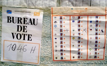 Voting Booth in DRC on Flickr by FredR (CC BY-NC-ND 2.0).