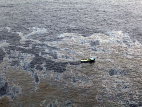 Chevron's oil spill in Bacia de Campos, November 18, 2011. Photo by Rogério Santana, Government of Rio, for release