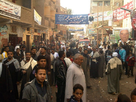 Voters in Assiut. Image by Twitter user @LaurenBohn