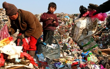 A Guizhou family making their living on a landfill site in Jiangsu. Image by Flickr user sheilaz413 (CC: BY-SA).
