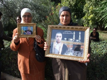 The families of Tunisian martyrs demanding justice. Image from Facebook page of Voices of the Arab Spring.