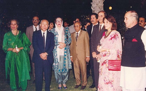 Nusrat Bhutto (first from left) at Japan Consulate dinner. Image from Flickr by Altaf Shaikh CC BY-NC-ND