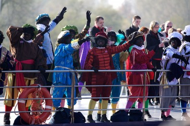 Sinterklaas arrives by boat in Arnhem