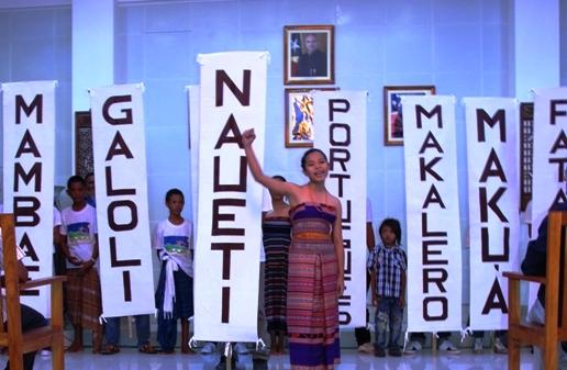 Hau nia lian, hau nia rain (A minha língua, a minha terra). Foto de Sapo Noticias Timor Leste (domínio público)