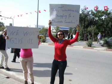 Protesters gathered outside the assembly. Image from the Facebook page Voices of the Arab Spring.