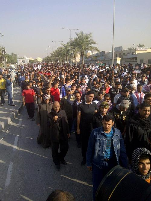 Despite road blocks, massive crowd at funeral. Image uploaded by MazenMahdi.