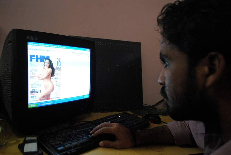 Pakistanis in an internet cafe look at a website displaying Veena Malik's photo. Image by rajput yasir, copyright Demotix (04/12/11).