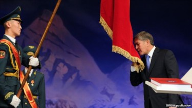 Almasbek Atambayev being sworn in. Image is official publication.