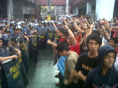 'Campout' march blocked by police. Photo from @androzarate