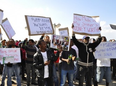 Protesters in front of the USA embassy demonstrate against illegal trafficking of Eritrean refugees allegedly killed while crossing the Sinai. Image by carlos van as, copyright Demotix (25/11/11).