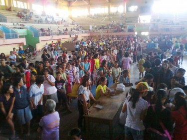 Scene inside an evacuation center. Photo from Beatriz Arcinas Cañedo
