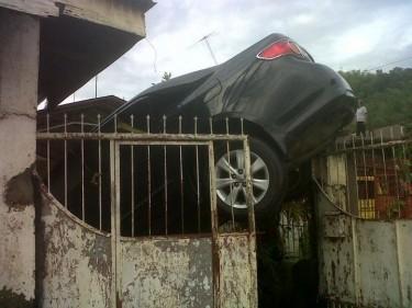 Damaged car. Photo from Alam Kana Nakin.