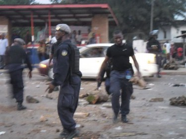Liberian police battling to curb the students' riot.Pic courtest facebook.