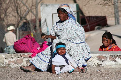 Rarámuri-Mutter mit Kind