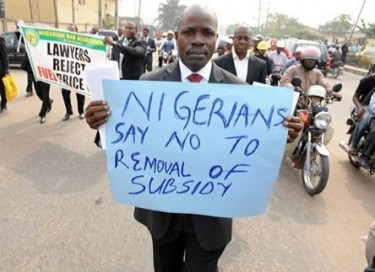 A protestor holding a placard that reads: 'NIGERIANS SAY NO TO REMOVAL OF SUBSIDY.'Photo courtesy of starafrica.com (via myweku.com).