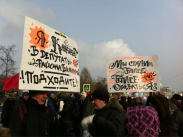 """We started to more better warm up"" poster at Bolotnaya square. Photo by Alexey Sidorenko"