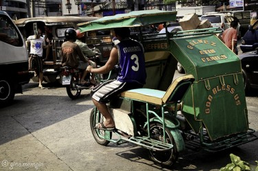 Kuliglig or motorized pedicabs in Manila. Photo from Flickr page of gino.mempin used under CC License