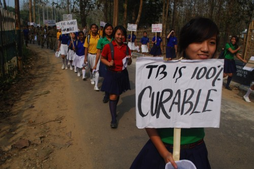 Студенти в Димапур, по време на митинг по повод на Световния ден за борба с туберкулозата. Снимка от Кайсий Мао. Лиценз Demotix