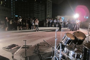 Police crackdown on a rooftop indie music concert in September 2011. Photo from inmediahk.net