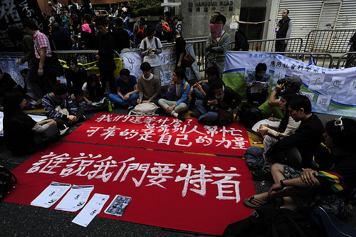 Protesters sitting outside the election hall. Image by Flickr user inmediahk (CC BY-NC).