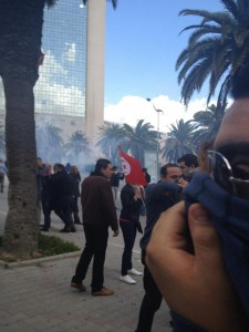 Police clash with protesters at Mohamed V Avenue in Tunis. Image by Lina Ben Mhenni (CC BY-NC-ND 3.0).