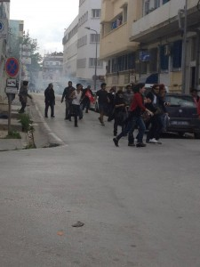 Protesters move from a street to another in Tunis. Image by Lina Ben Mhenni (CC BY-NC-ND 3.0).