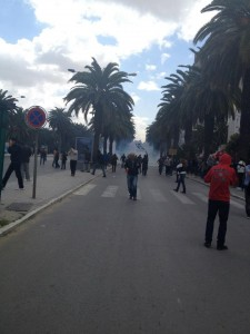 Protesters flee tear gas in Tunis. Image by Lina Ben Mhenni (CC BY-NC-ND 3.0).