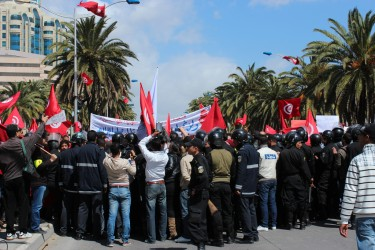 Protesters encircled by police in Tunis on April 9, 2012. Image by Flickr user Amine Ghrabi (CC BY-NC-SA 2.0).